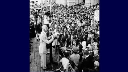 McMahon, during the 1972 election campaign. NAA: A6180, 5/12/72/10